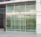 фото автоматические раздвижные стеклянные двери для торгового центра