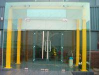 фото стеклянный тамбур для торгового центра
