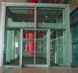 фото стеклянный тамбур для вокзала