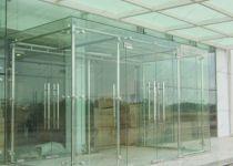 фото стеклянный тамбур маятниковый