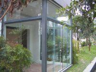 фото стеклянный тамбур раздвижной