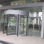 фото автоматические карусельные двери