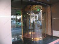 фото автоматические полукруглые двери для магазина дорогих часов