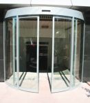 фото автоматические полукруглые двери из стали