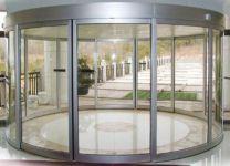 фото автоматические полукруглые двери из стального профиля