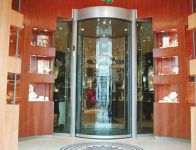фото автоматические полукруглые двери в ювилирный магазин