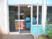 фото автоматические распашные двери кафе-столовой