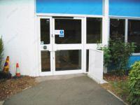 фото автоматические распашные двери офиса строительной компании