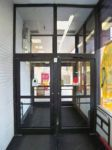 фото автоматические распашные двери проходного пункта промышленного предприятия
