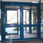 фото автоматические распашные двери спортивно-оздоровительного комплекса