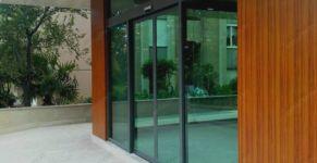 фото автоматические раздвижные двери детского туристического центра