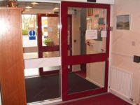 фото автоматические раздвижные двери гостиничного комплекса