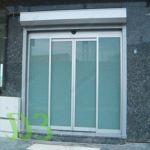 фото автоматические раздвижные двери с матовым стеклом