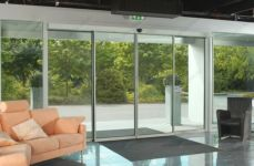 фото автоматические раздвижные двери в салоне мебели