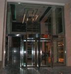 фото автоматические револьверные двери салона недвижимости