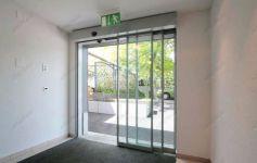 фото автоматические телескопические двери гостиничного комплекса