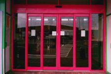 фото автоматические телескопические двери метро