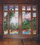 фото деревянные двустворчатые входные двери со стеклом в детском досуговом центре