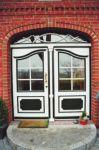 фото деревянные входные двери со стеклом в частном доме