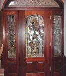 фото деревянные входные двери со стеклом в магазине ювелирных изделий
