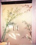 фото элитные двустворчатые стеклянные двери с рисунком