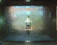 фото элитные стеклянные комбинированные двери банкетного зала