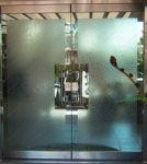 фото элитные входные маятниковые двери в досуговом центре