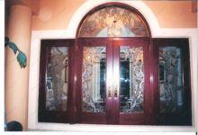 фото комбинированные входные двери со стеклом