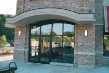 фото двупольные уличные двери в ресторан