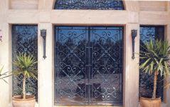 фото кованые уличные двери в ресторан