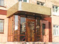фото однопольные уличные двери жилого дома