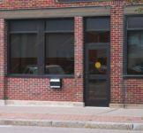 фото одностворчатые уличные двери в почтовое отделение