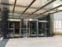 фото офисные входные карусельные двери компании лукойл