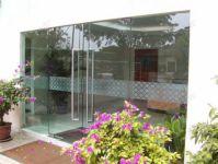 фото офисные входные маятниковые двери косметического салона