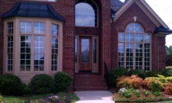 фото однопольная входная дверь в частный дом с витражным стеклом