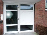 фото металлопластиковая входная дверь в жилой дом