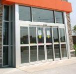 фото алюминиевые входные двери для магазина