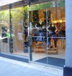 фото входные двери для магазина одежды