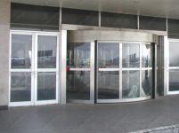фото мультиофсадная входная дверь в торговый центр