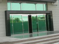 фото входная дверь в торговый центр с зеркалами