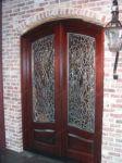 фото входные двери с рельефным стеклом