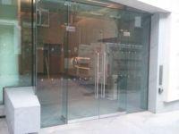 фото входные двери со стеклом