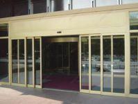 фото входные двери со стеклом из алюминия