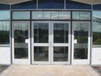 фото входные металлические двери со стеклом