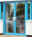 фото алюминевые входные двери для магазина