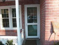 фото алюминевые распашные двери с витражным стеклом