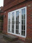 фото алюминевые распашные двери в котедж