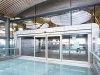 фото автоматические раздвижные двери алюминевые аэропорта