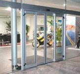 фото автоматические раздвижные двери алюминевые мотосалона