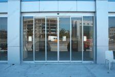 фото автоматические раздвижные двери алюминевые со стеклом